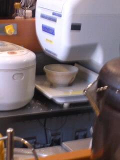 ご飯をどんぶりに盛る機械がある